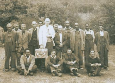 Kirstenbosch groundsmen with Mr Middlemost 1967
